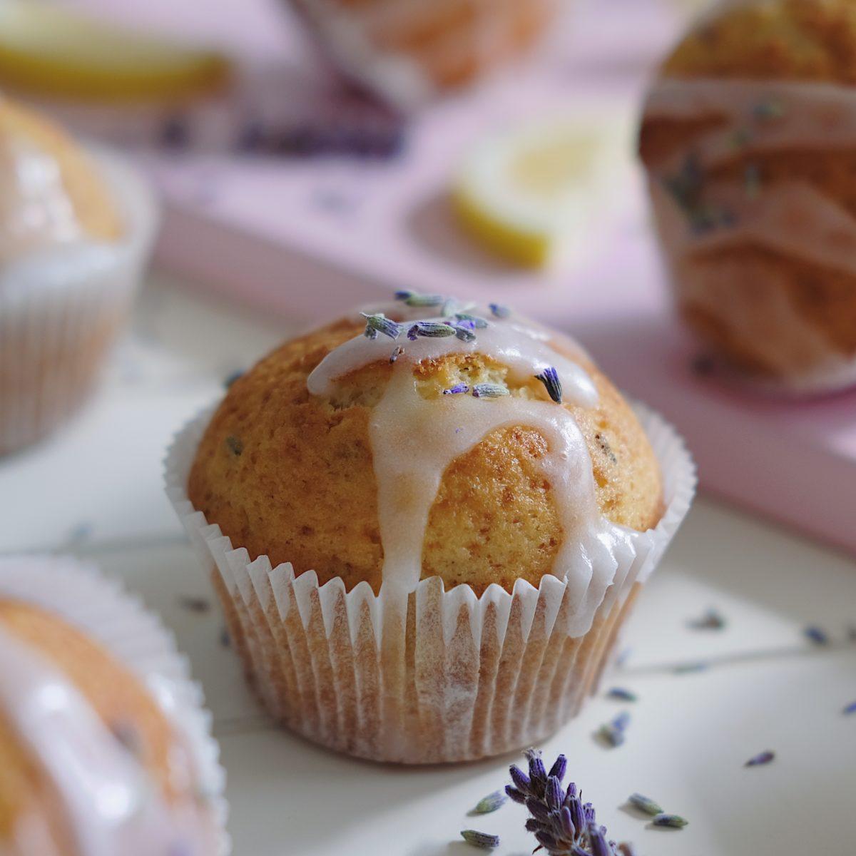 Levandulové muffiny scitronovou polevou