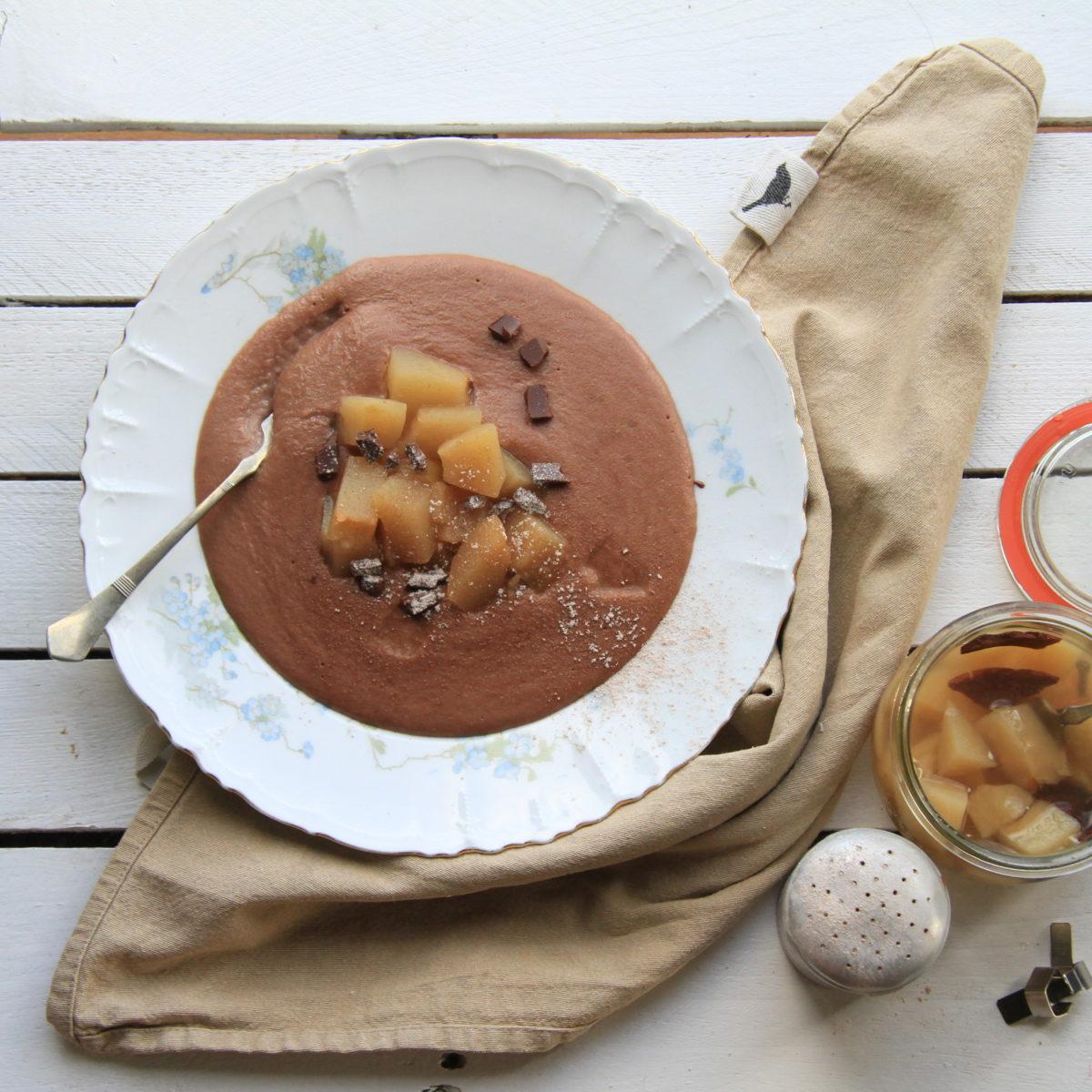 Čokoládová krupicová kaše sjablečným kompotem