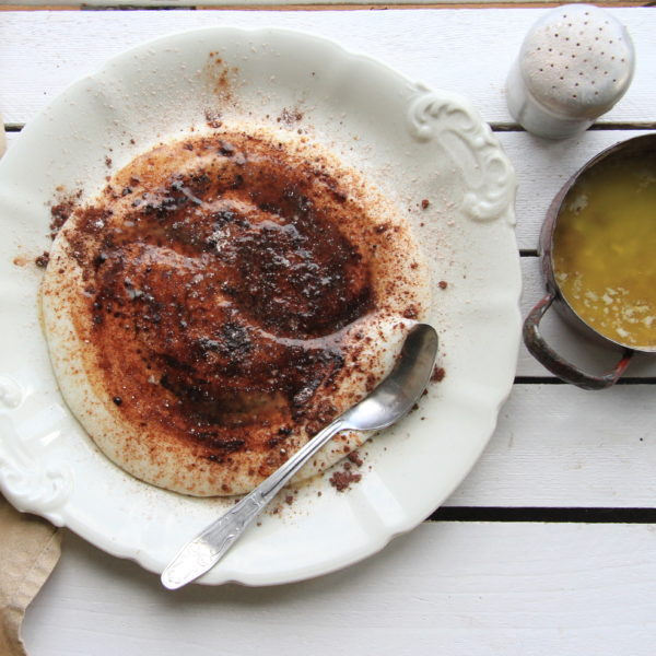 Jemná krupicová kaše se skořicí akakaem