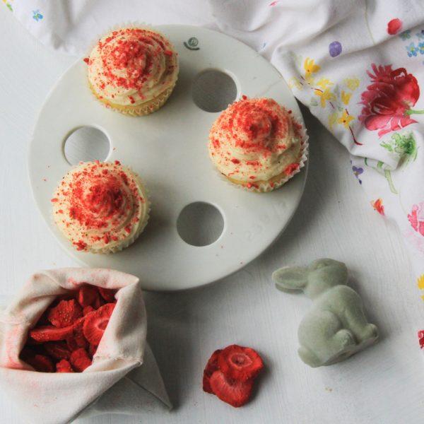 Velikonoční cupcakes slyofilizovanými jahodami