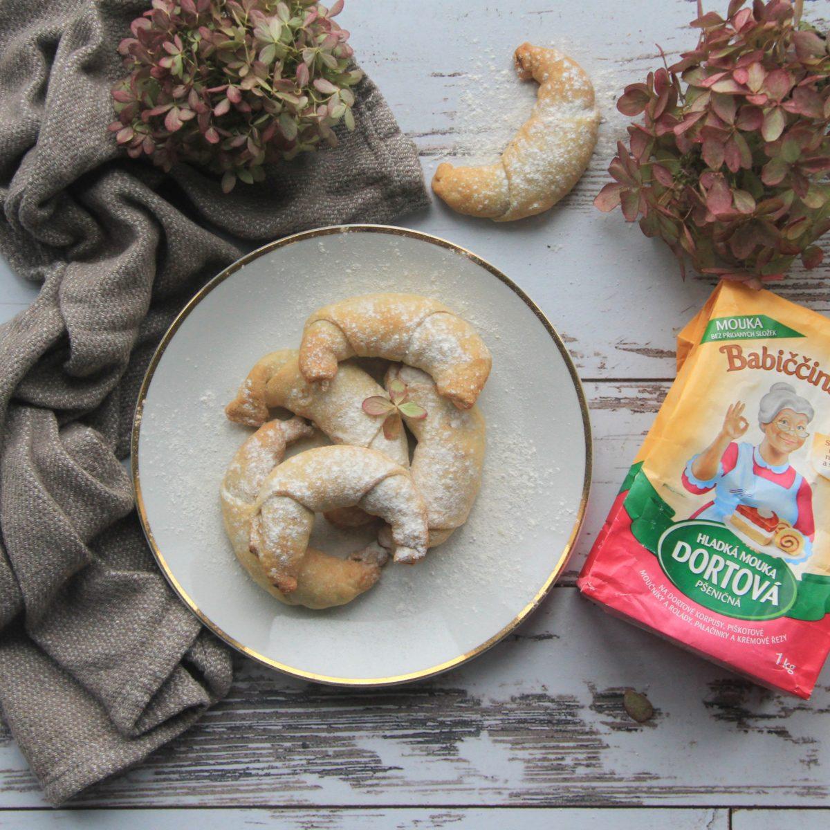 Svatomartinské rohlíčky sořechovo-jablečnou náplní